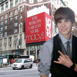 "Macy's via<a href=""http://fashionlover.com/3190/lone-bedbug-infiltrated-macys/macysheraldsqr/"" rel=""nofollow""> Fashion Lover</a>"