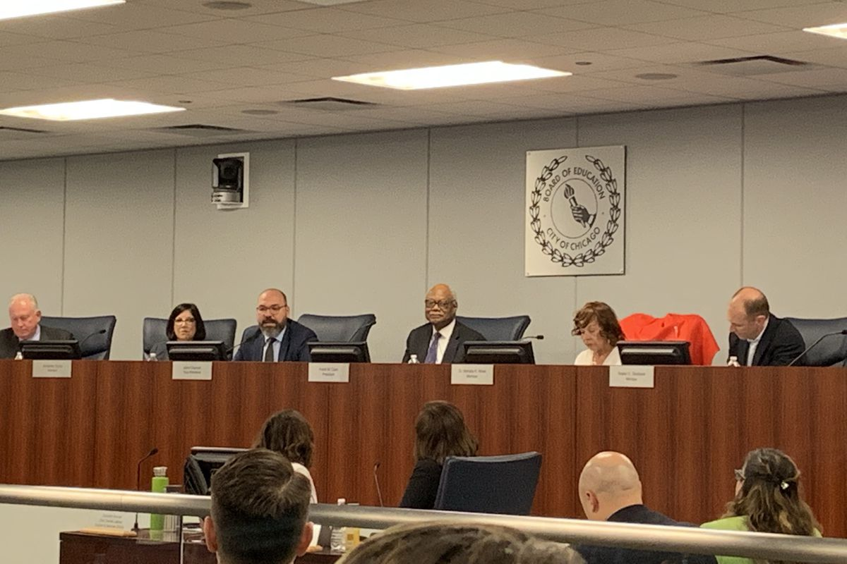 All 7 members of the Chicago Board of Education step down
