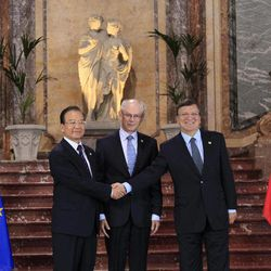 Chinese Premier Wen Jiabao, left, is welcomed by European Commission President Jose Manuel Barroso, right, and European Council President Herman Van Rompuy during an EU-China summit in Brussels on Thursday, Sept. 20, 2012.