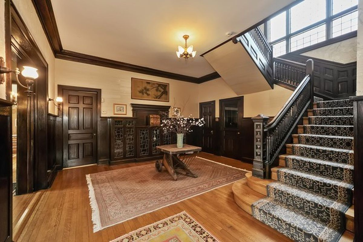Kenwood Is An Area Known For Its Incredible Inventory Of Historic Homes From Prominent Chicago Architects Just In The Last Two Weeks Has Seen