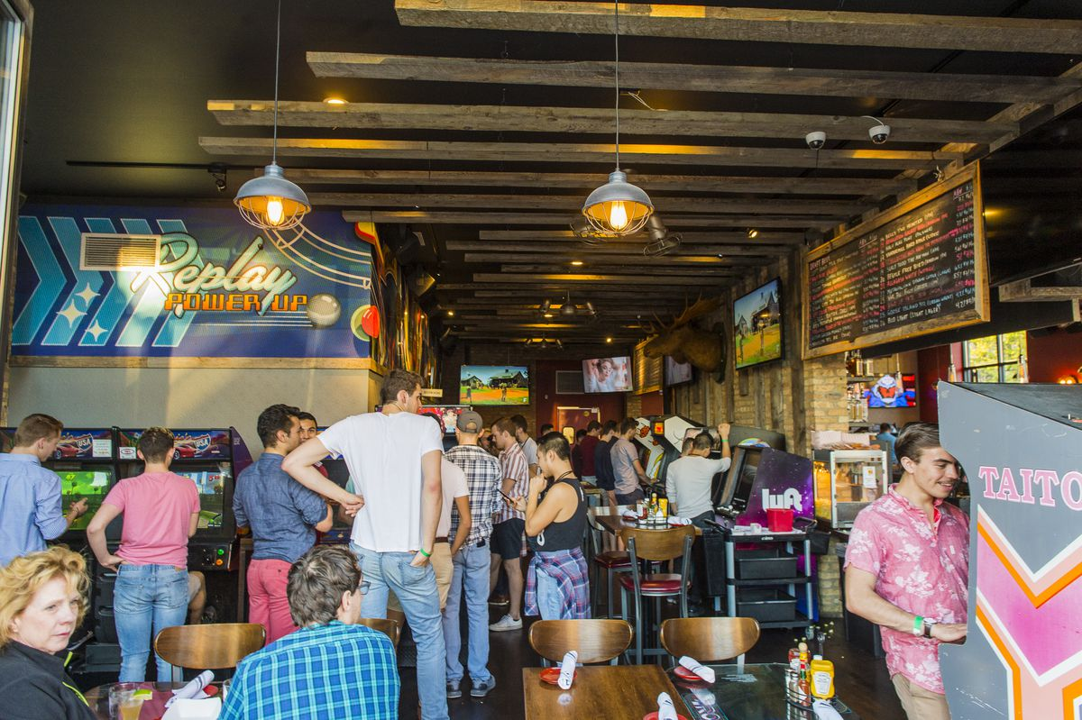 Patrons play arcade game and enjoy drinks at Replay bar in Andersonville.   Tyler LaRiviere/Sun-Times