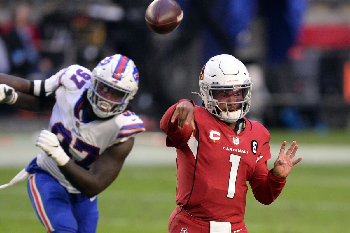 Arizona Cardinals quarterback Kyler Murray (1) throws a pass against the Buffalo Bills during the second half at State Farm Stadium.