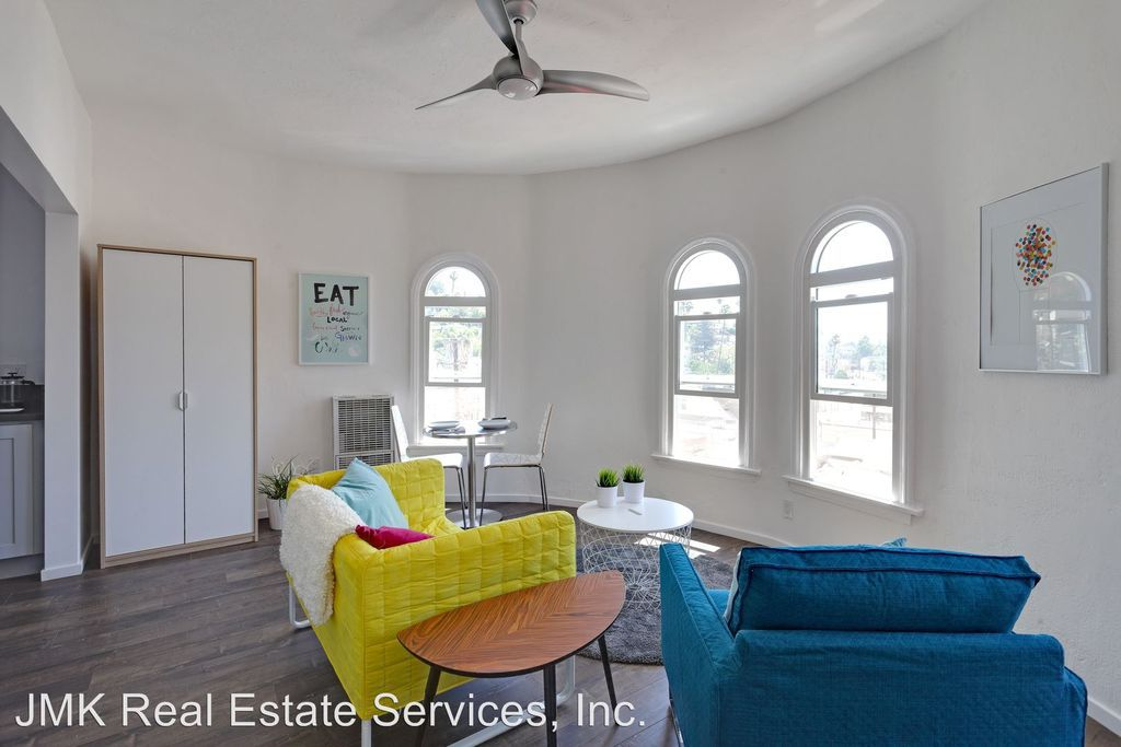 This Renovated One Bedroom Apartment In Silver Lake Has Been Outed With New Flooring And Stainless Steel Liances Located Off Sunset Boulevard Near