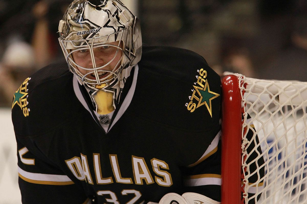 DALLAS, TX - OCTOBER 27:  Kari Lehtonen #32 of the Dallas Stars in goal against the Los Angeles Kings at American Airlines Center on October 27, 2011 in Dallas, Texas.  (Photo by Ronald Martinez/Getty Images)