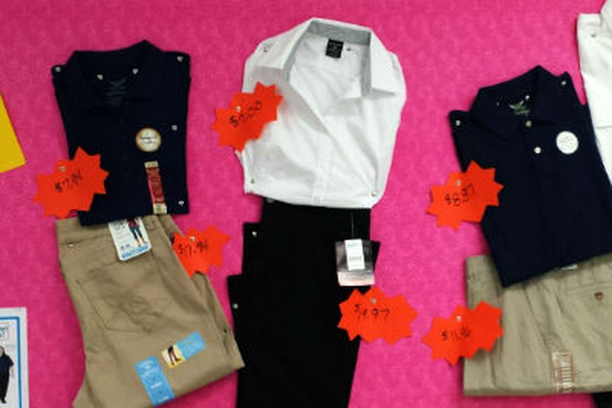 """Photo <a href=""""http://www.thepetitionsite.com/260/737/522/walmart-dont-make-your-workers-pay-for-uniforms/?z00m=21529987"""">via</a>"""