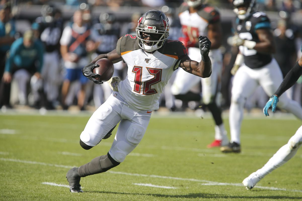 Tampa Bay Buccaneers wide receiver Chris Godwin runs the ball during the second quarter against the Jacksonville Jaguars at TIAA Bank Field.