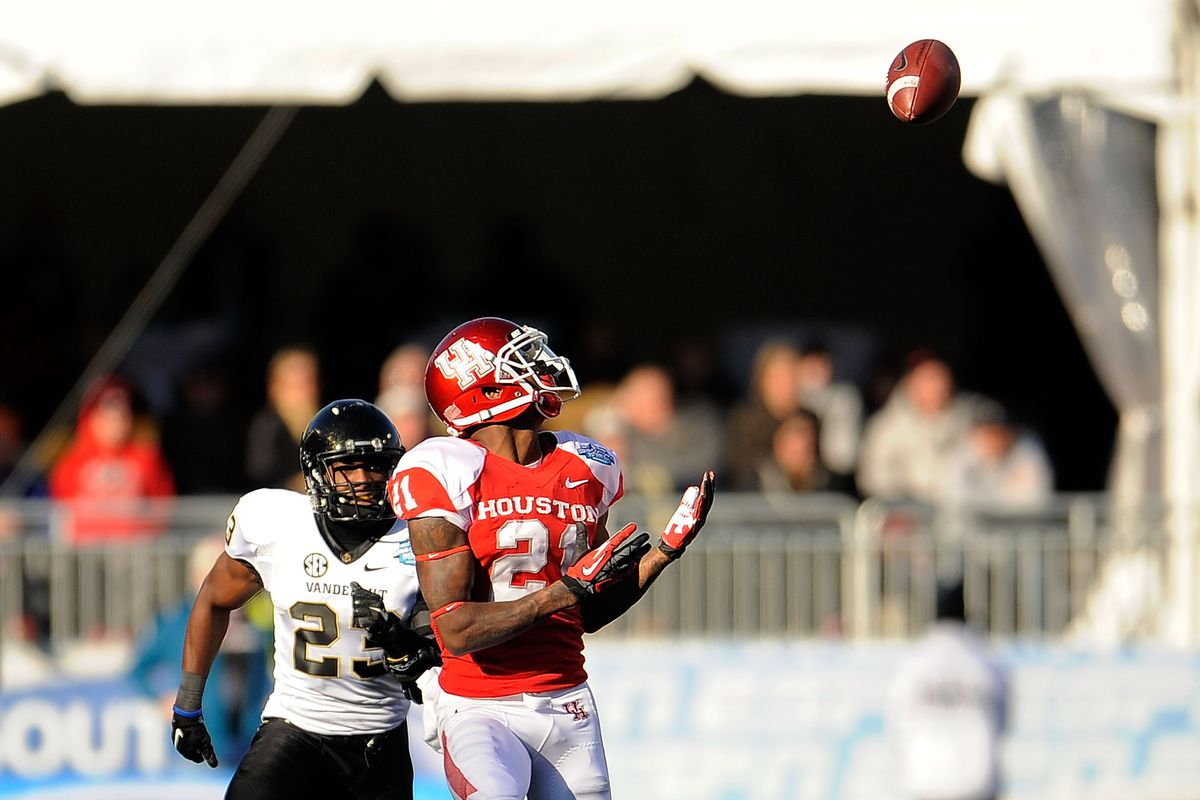 UTSA will seek to slow Houston's fast-paced aerial attack.