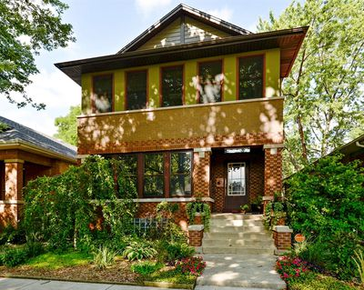 Located In Chicagos North Park Neighborhood This Oddball Three Bedroom Home Started Life 1918 As A Typical Brick Chicago Style Bungalow