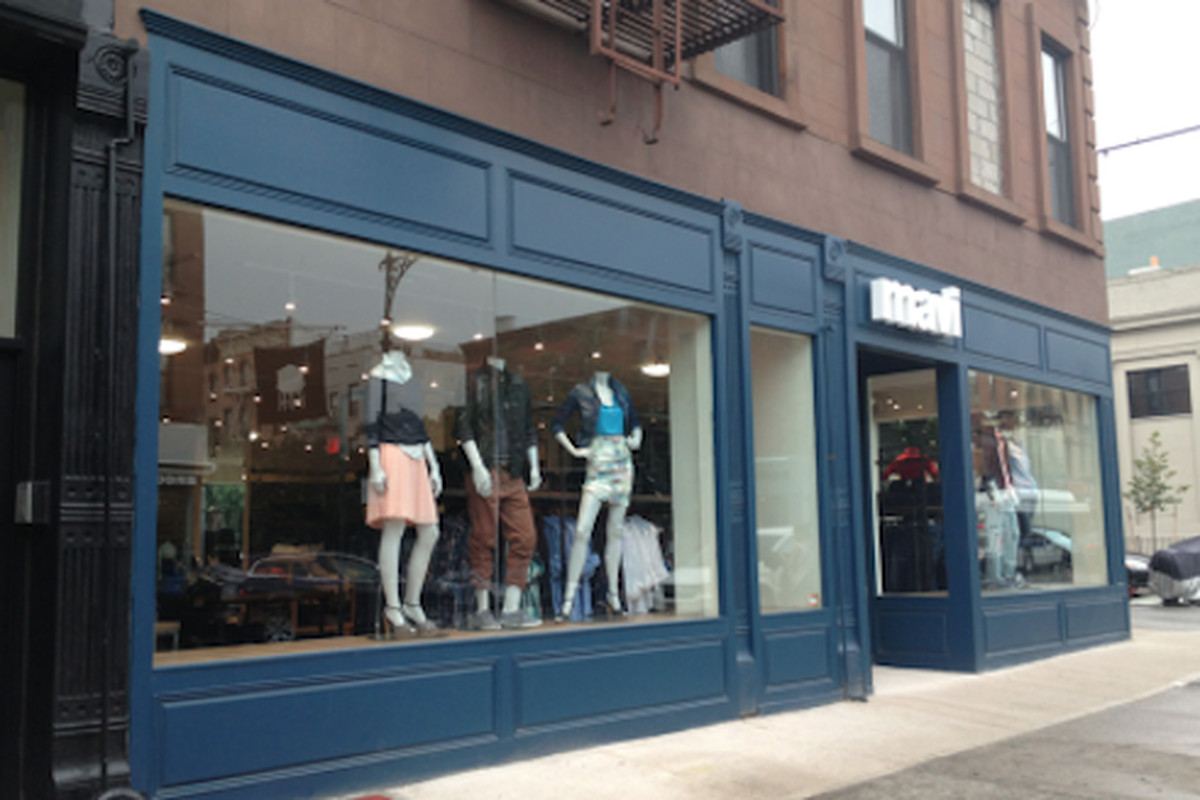 """This storefront is practically crying for an artistic facelift. Image via <a href=""""http://www.heresparkslope.com/home/2013/9/3/open-for-business-mavi-jeans-205-5th-avenue.html"""">Here's Park Slope</a>"""