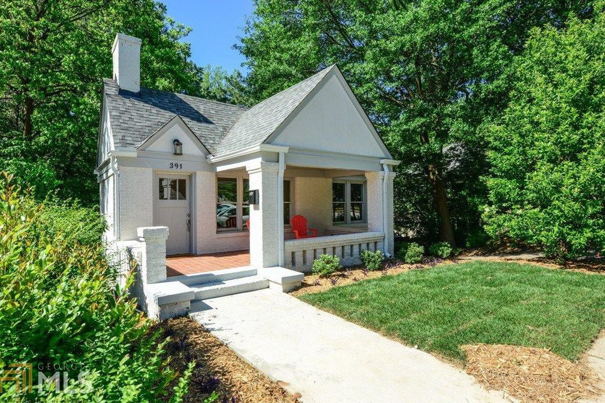 A white-painted Grant Park cottage that just went under contract.