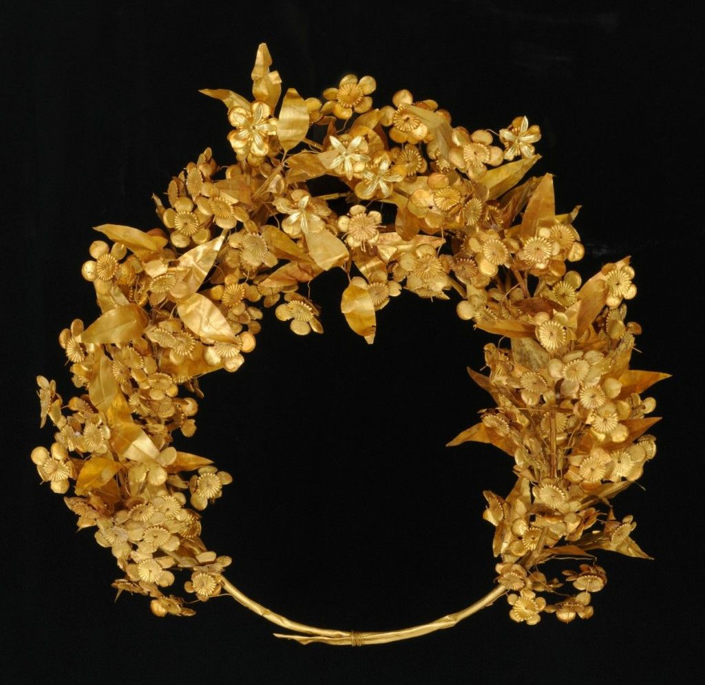 """Gold myrtle crown, part of the Field Museum exhibit, """"The Greeks: Agamemnon to Alexander the Great."""" (Courtesy of Museum of the Royal Tombs of Aigai, Vergina)"""