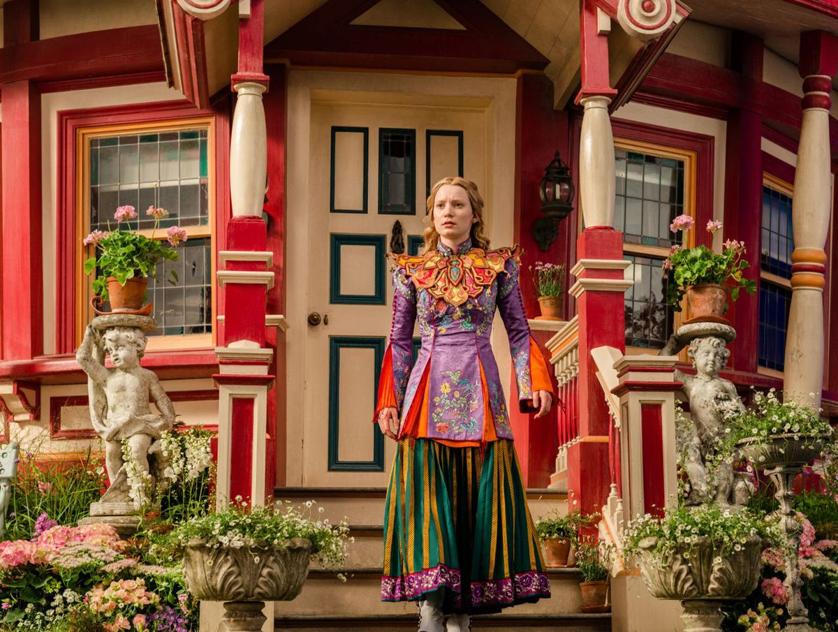 Alice through the looking glass review 5 big questions about the alice through the looking glass planetlyrics Choice Image