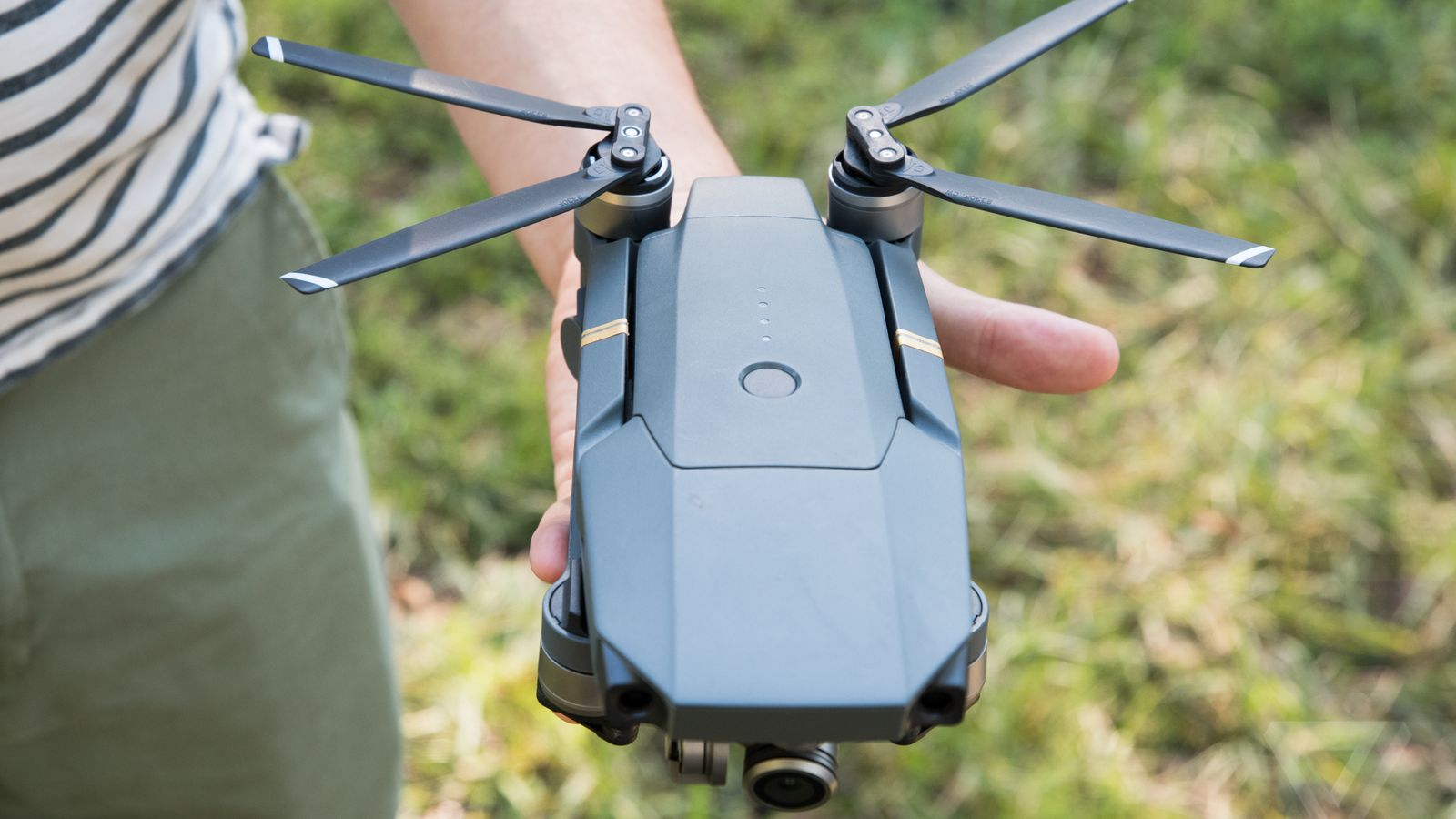 DJI's new Mavic Pro drone folds up and fits in the palm of ...
