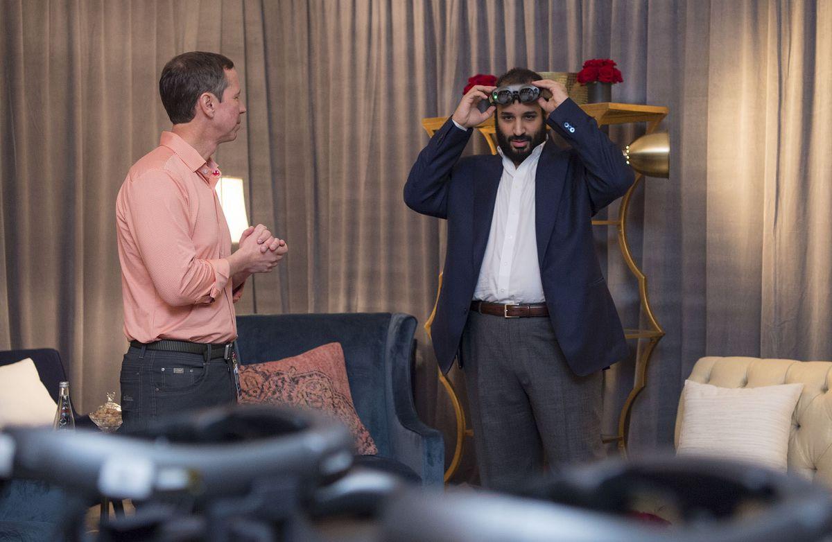 Photo of Crown Prince of Saudi Arabia Mohammed bin Salman Al Saud with executives of Magic Leap.
