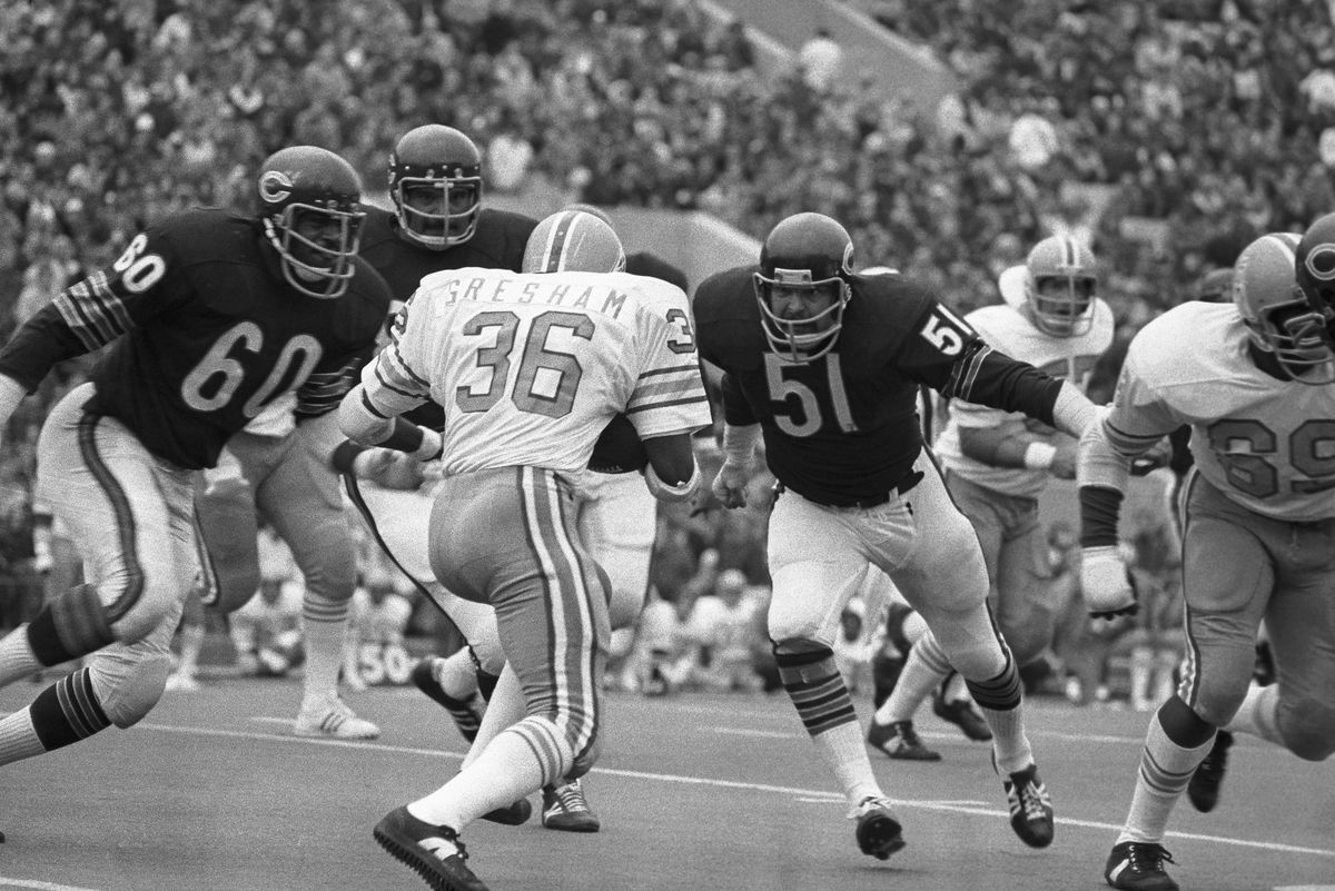 Football Player Bob Gresham Faced With Intimidating Defensive Line