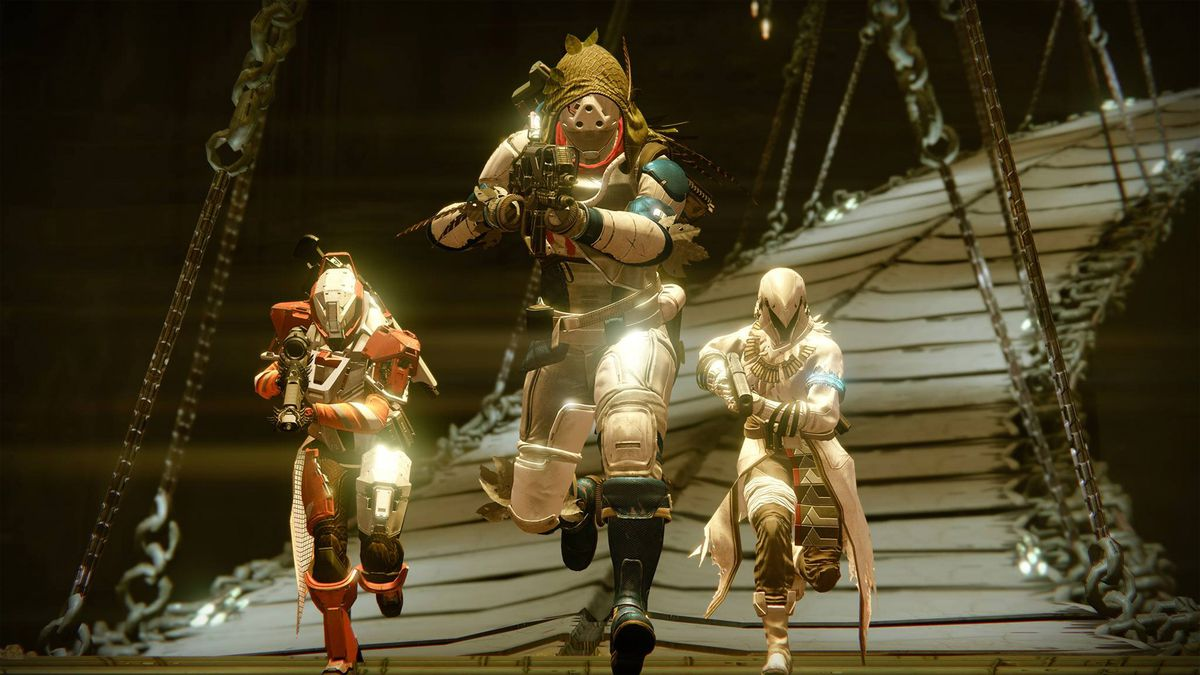 Destiny: The Taken King - three Guardians running in the Sunless Cell strike