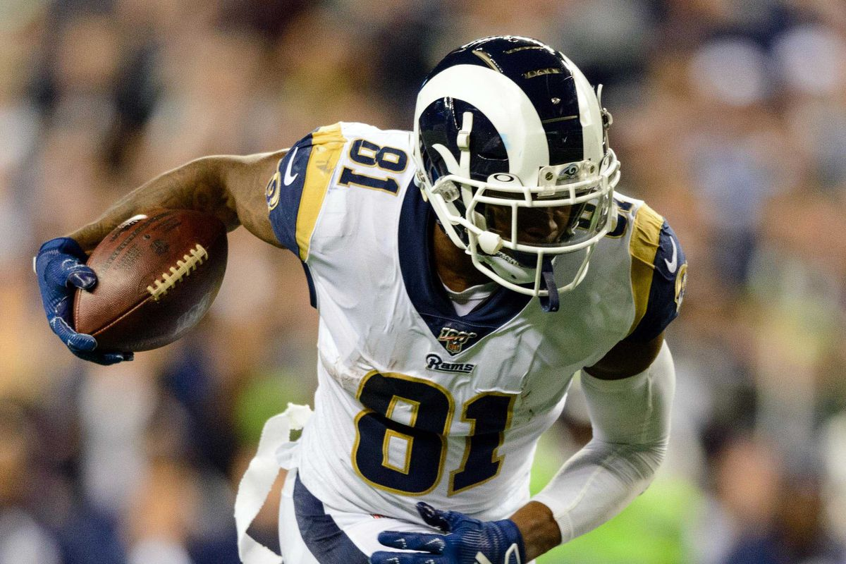 Los Angeles Rams tight end Gerald Everett carries the ball after a catch during the second half against the Seattle Seahawks at CenturyLink Field.