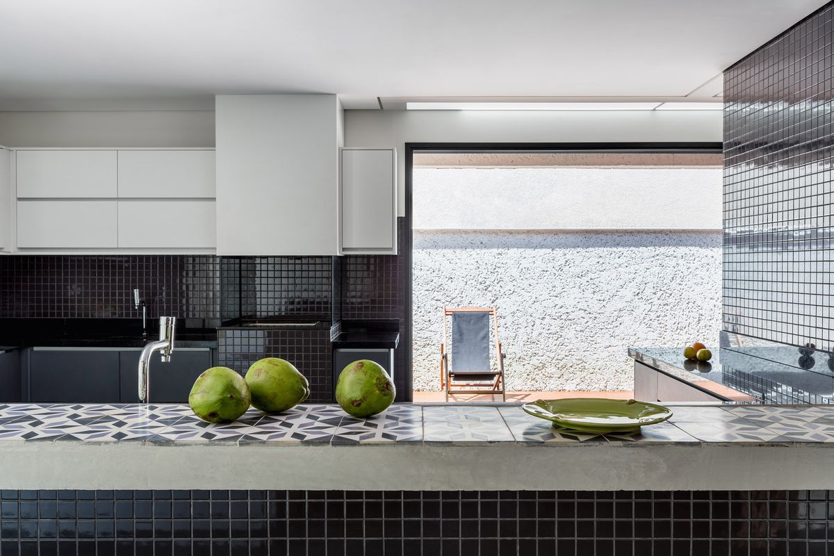 Kitchen with patterned tile
