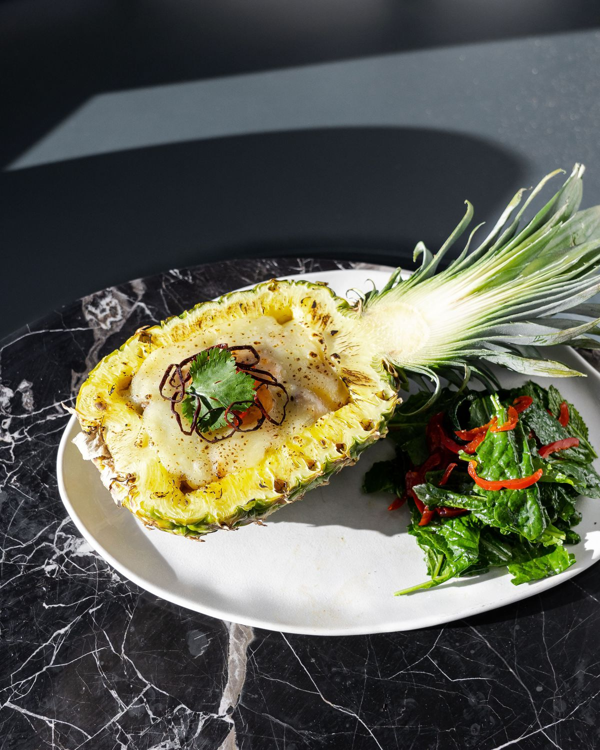 Baked stuffed pineapple with tenderloin strips from Paraíso