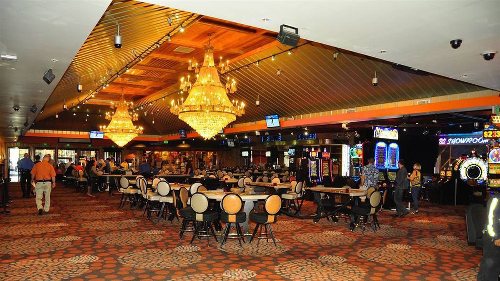 Hooters casino out hive buzzes in at holiday inn eater vegas - The hive inn hotel ...