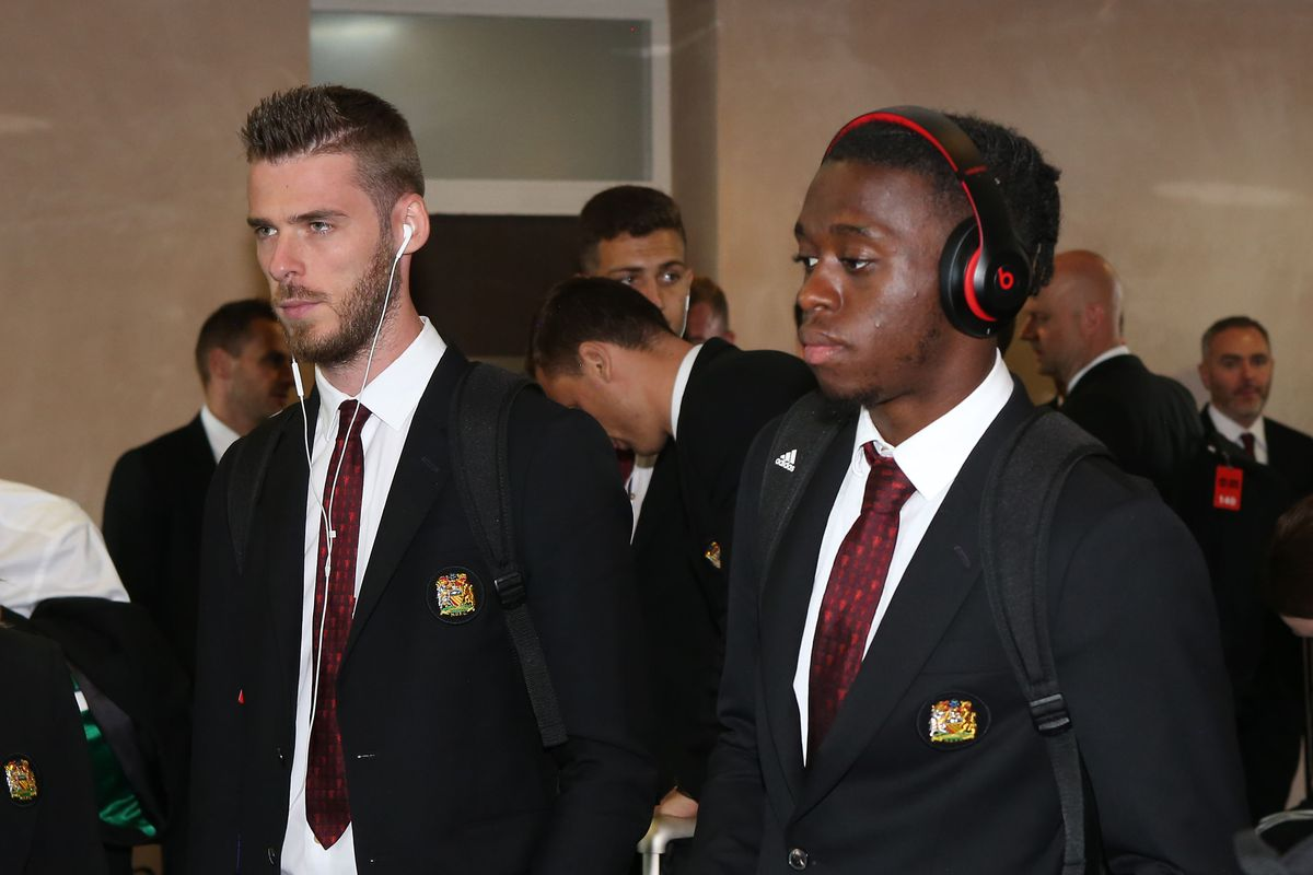 Manchester United Depart for Cardiff