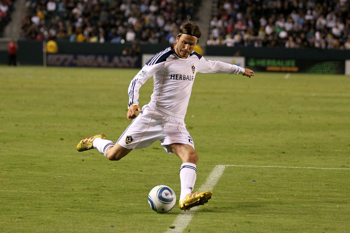 CARSON, CA - JULY 20:  David Beckham #23 of the Los Angeles Galaxy centers the ball against the Columbus Crew at The Home Depot Center on July 20, 2011 in Carson, California.  The Galaxy won 1-0.  (Photo by Stephen Dunn/Getty Images)