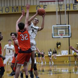 Richards' Anthony Taylor (5) makes a jump shot in the paint against Brother Rice, Tuesday 02-19-19. Worsom Robinson/For the Sun-Times.