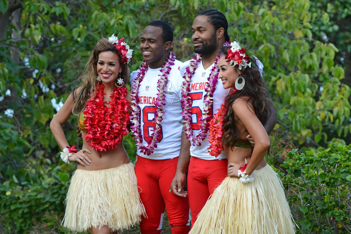Matthew Slater and Jerod Mayo find something to smile about at the Pro Bowl.