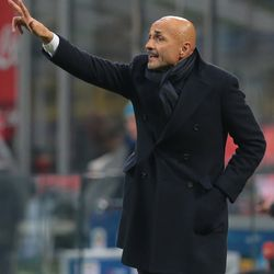 FC Internazionale Milano coach Luciano Spalletti issues instructions to his players during the serie A match between FC Internazionale and Benevento Calcio at Stadio Giuseppe Meazza on February 24, 2018 in Milan, Italy.