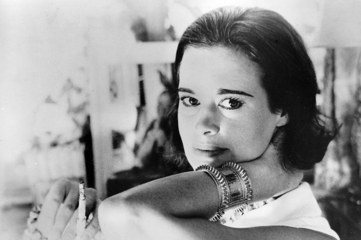 """FILE - In this Jan. 4, 1964 file photo, railroad heiress Gloria Vanderbilt poses for a photograph. Vanderbilt, the intrepid heiress, artist and romantic who began her extraordinary life as the """"poor little rich girl"""" of the Great Depression, survived fami"""