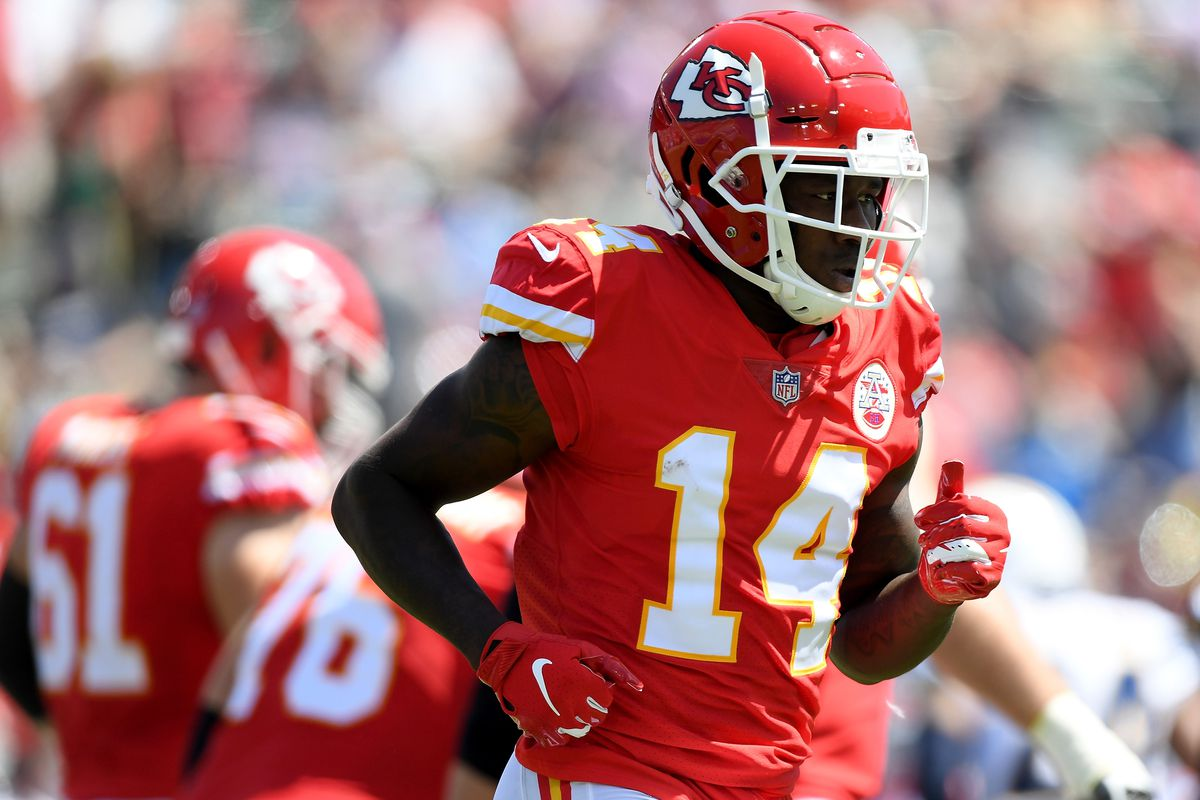 super popular f4894 823be Revisiting the Kansas City Chiefs' decision to sign Sammy ...