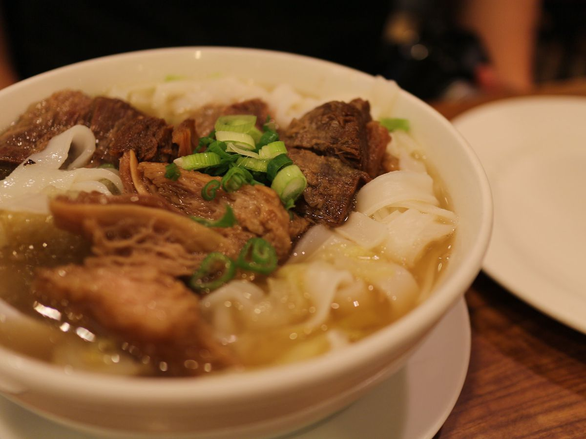 Beef stew ho fun at New Gold Medal