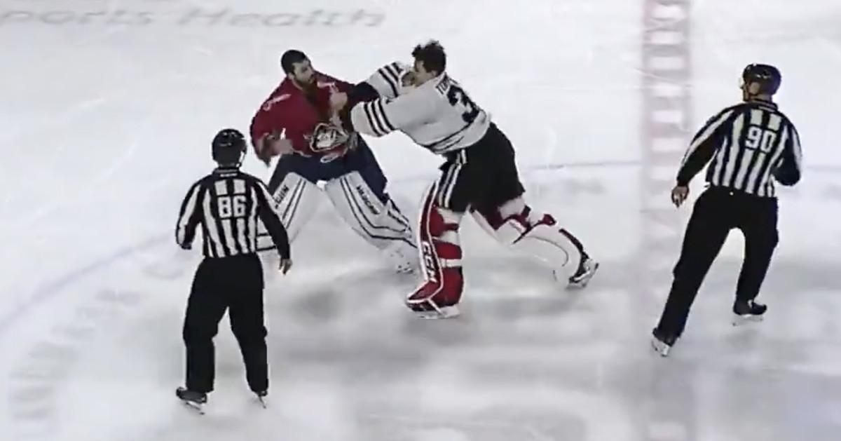 Watch: Blackhawks prospect Matt Tomkins wins AHL goalie fight