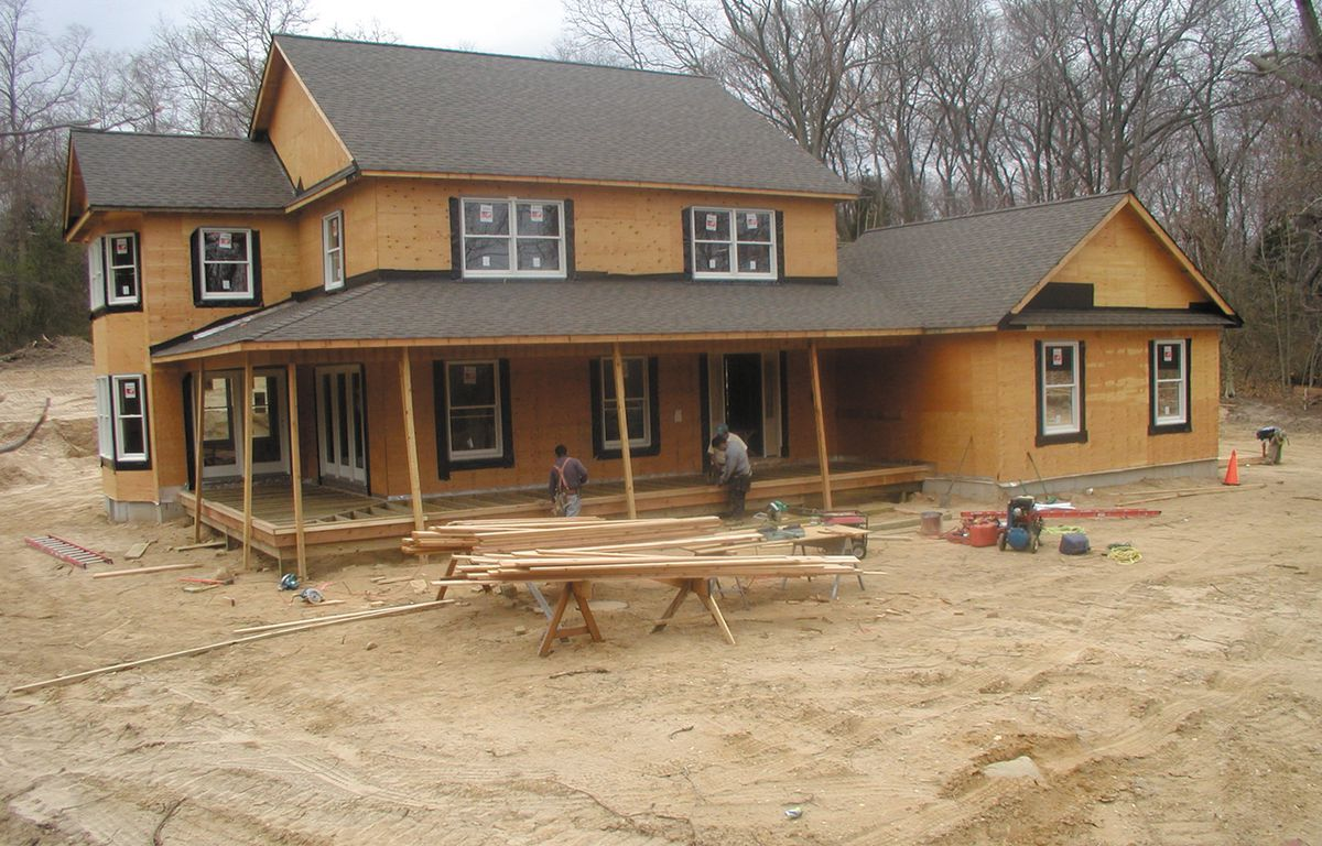 <p>Plastic siding is quick to install. The seven-man crew from Hansen Home Designs trimmed and sided this 3,200 square-foot house in less than two days. Photo taken April 4, 2002.</p>