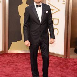 Another non-black suit. Leonardo DiCaprio in dark navy blue Armani.