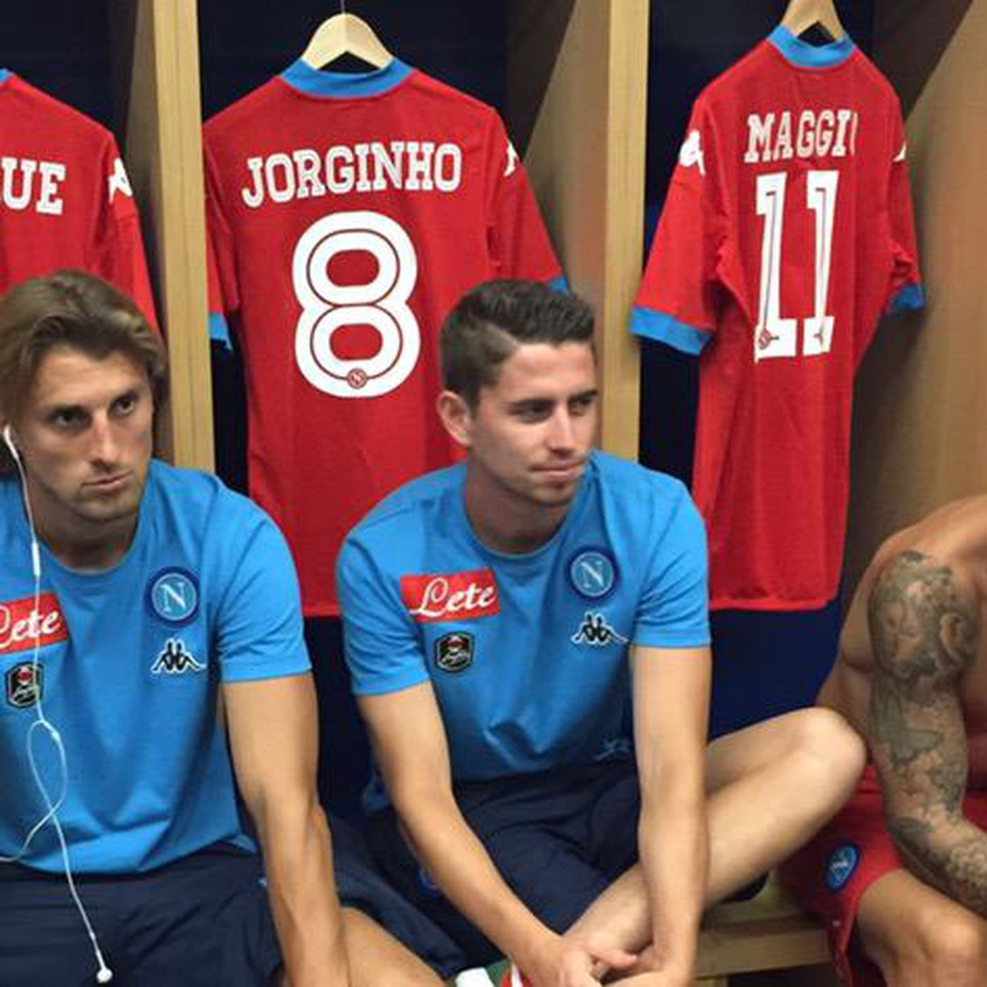 Napoli Debut New Away Kits And They Are Screaming Red The Siren S Song