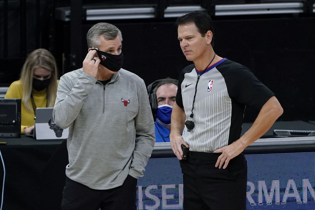 Bulls coach Billy Donovan talks with referee Mark Ayotte during the first quarter of Wednesday night's game against the Kings.