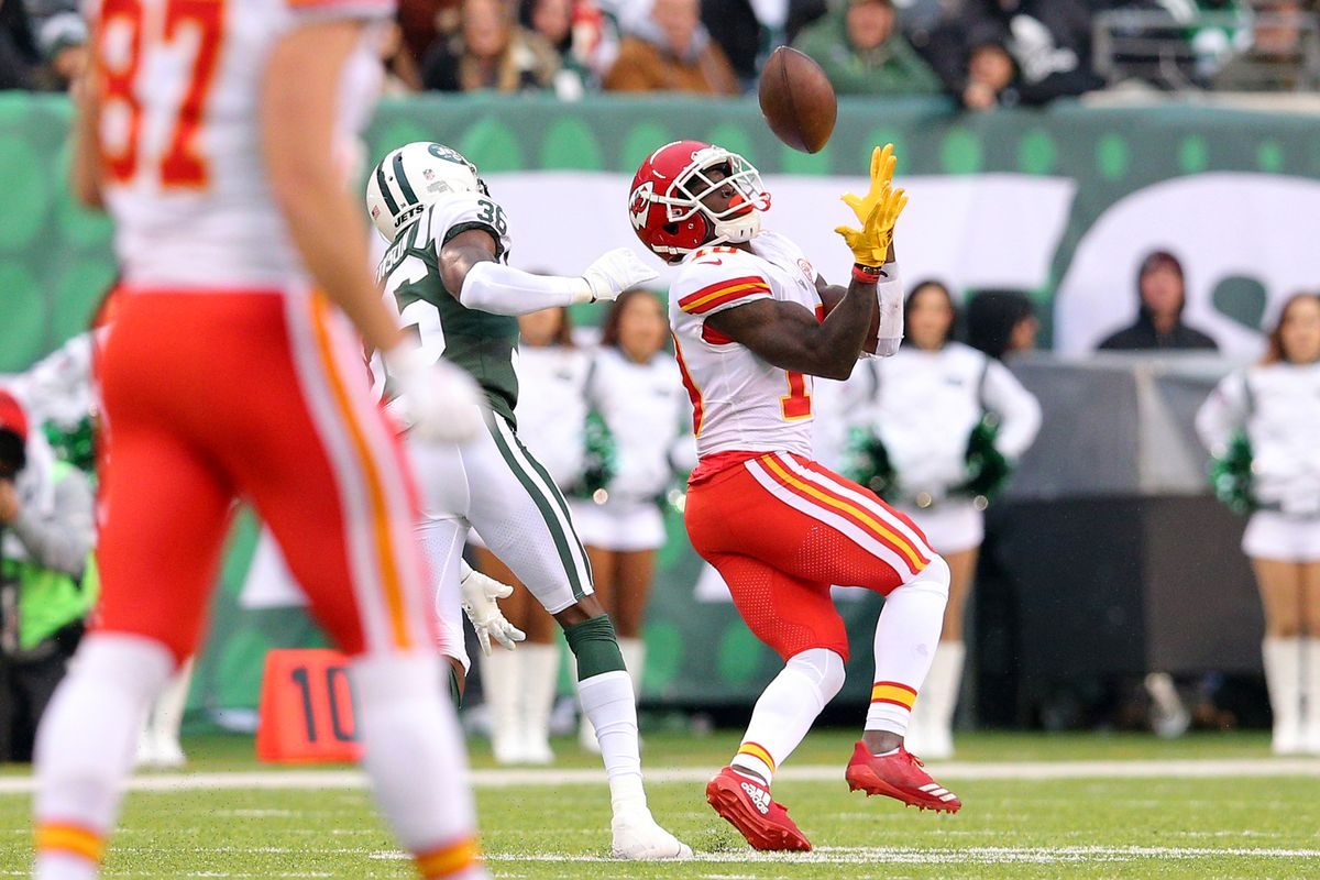 Fantasy football start sit Week 14 What to do with Tyreek Hill