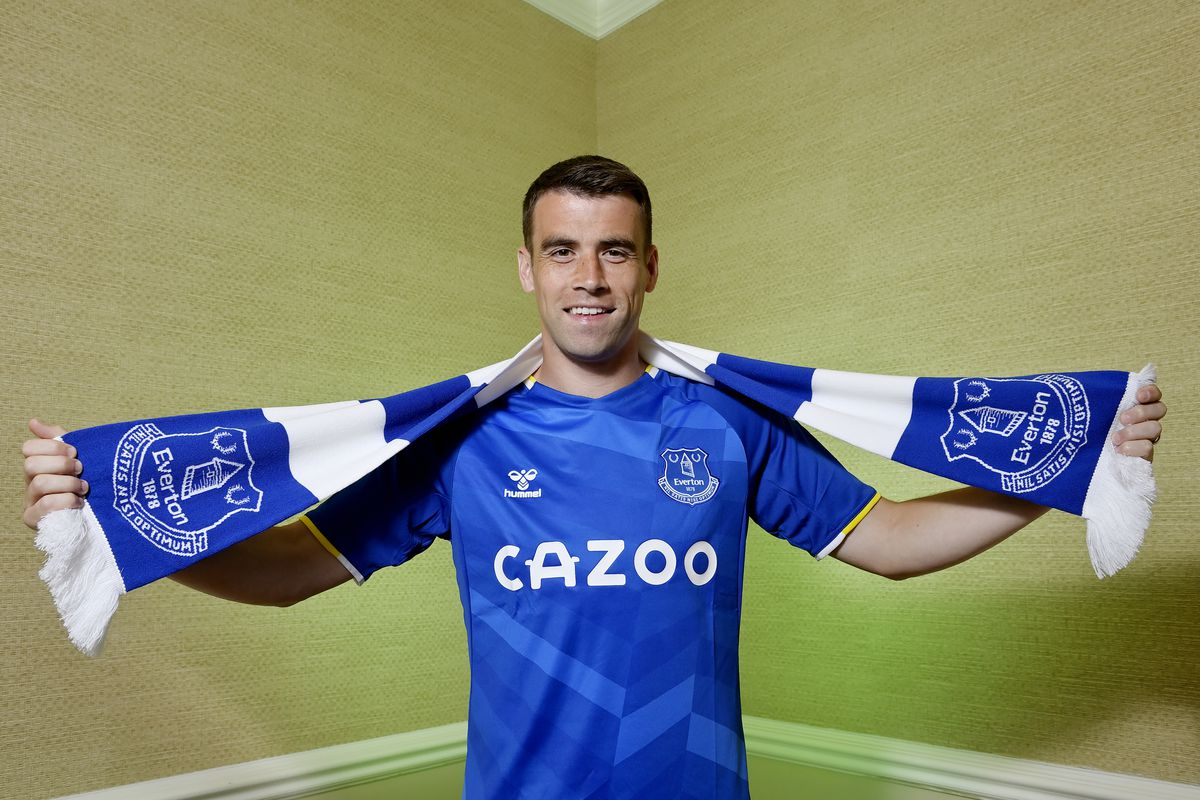 Seamus Coleman Signs a New Contract at Everton