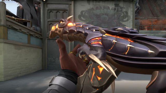 Phoenix holding the Elderflame Vandal skin in Valorant