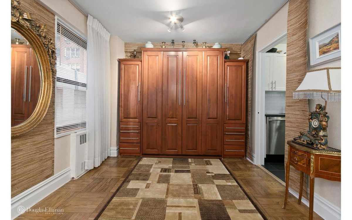 Graceful Midtown 1BR with convertible alcove seeks $950,000 - Curbed NY