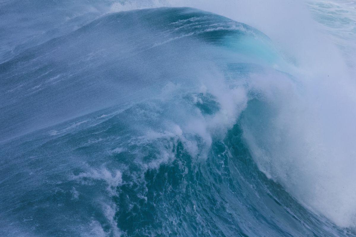 The ocean roars in Aquarela.
