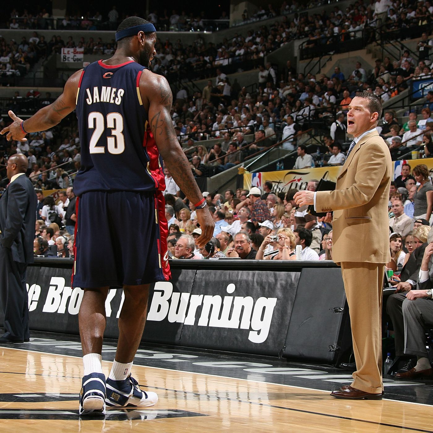 techo Tomar represalias Mesa final  Lakers News: Mike Malone says LeBron James doesn't have same 'killer  mentality' Michael Jordan had - Silver Screen and Roll