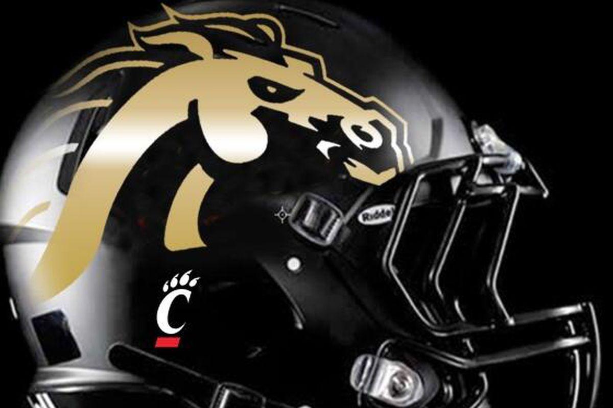 Western Michigan To Honor Cincinnati Bearcats Player S Memory With Helmet Decals Hustle Belt