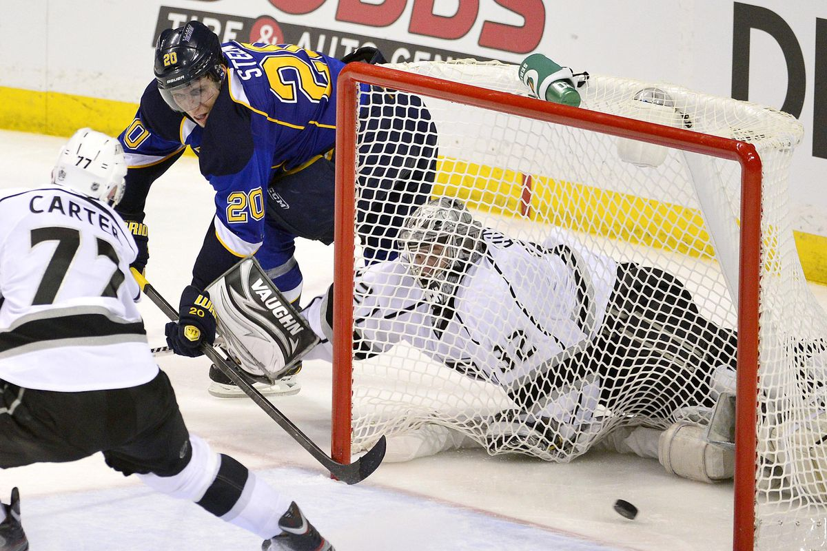 NHL playoffs 2013: Kings learn tough lesson in opening loss