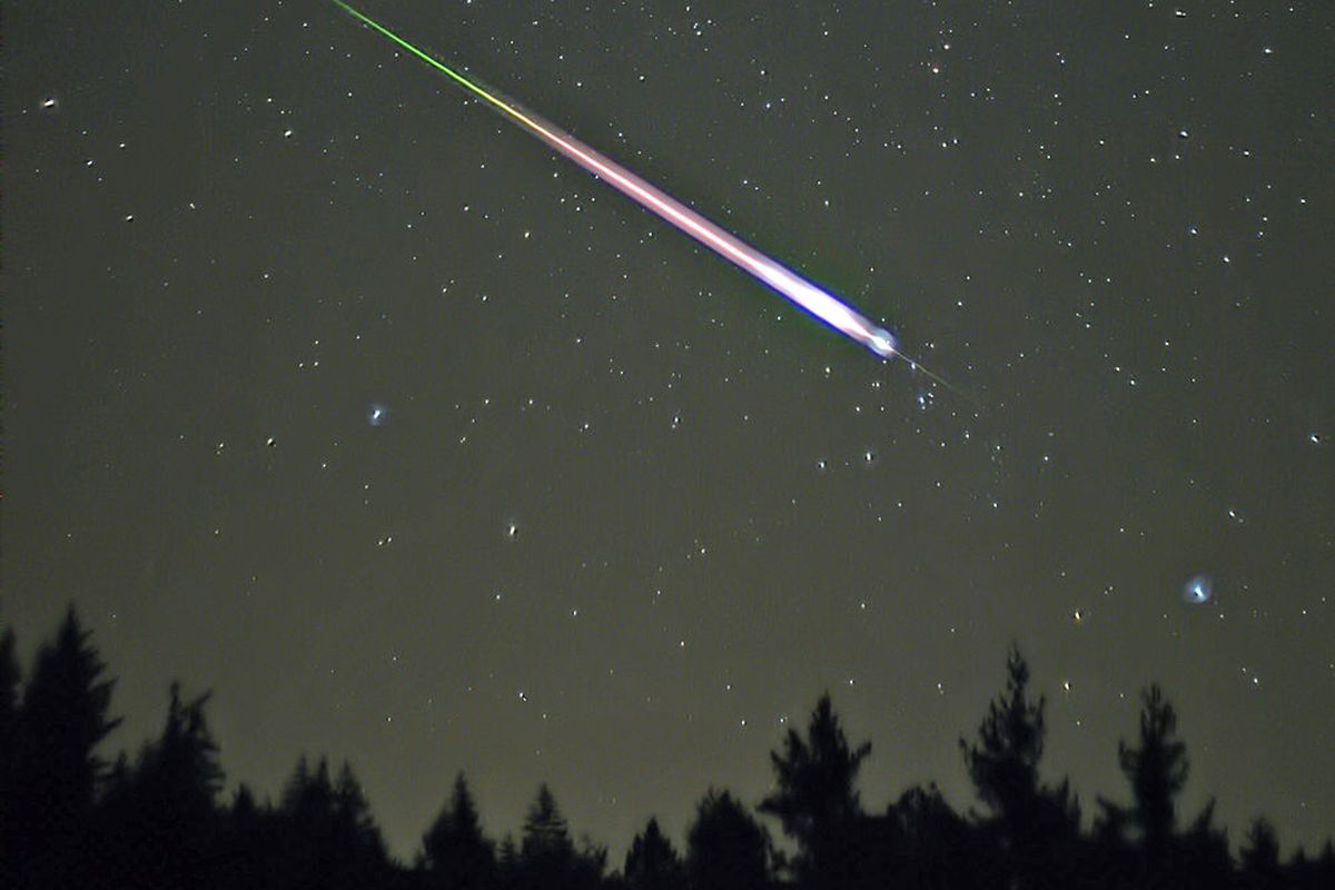 A meteor flash captured during the 2009 Leonids shower.