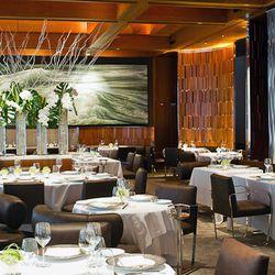 """<b>Le Bernardin</b>: Les chaises au restaurant Eric Ripert sont très confortables. (<a href=""""http://www.NYCfoodphotographer.com/#/Portfolio/Table/1/"""">Krieger</a>)"""