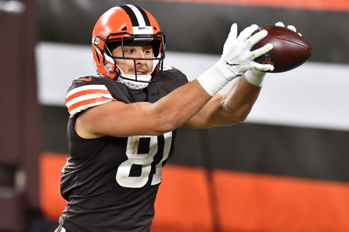 Cleveland Browns tight end Austin Hooper misses a catch during the second half against the Cincinnati Bengals at FirstEnergy Stadium.