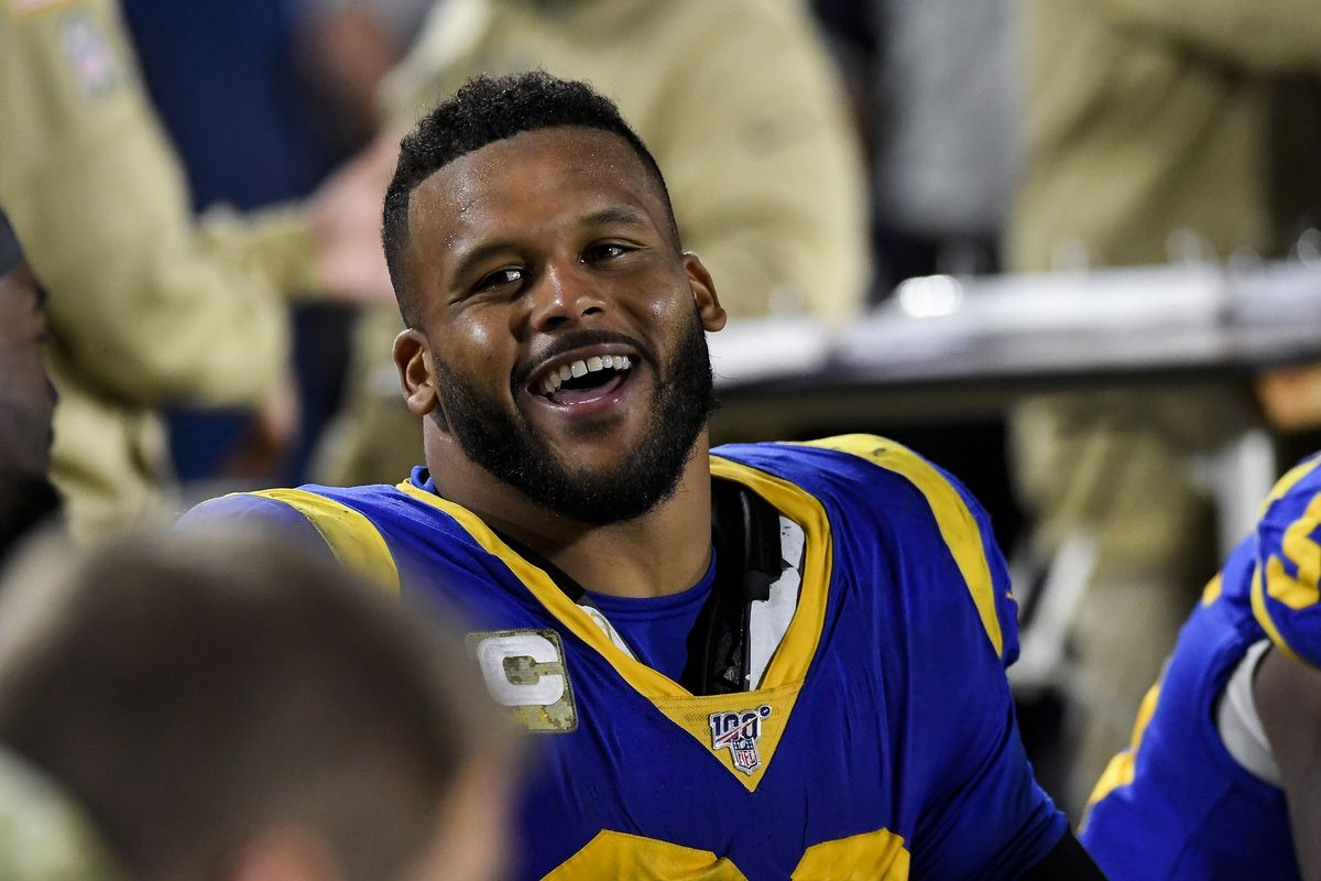 Aaron Donald #99 of The Los Angeles Rams speaks to teammates on the bench prior the beginning of the second half of a game against the Chicago Bears at Los Angeles Memorial Coliseum on November 17, 2019 in Los Angeles, California. Los Angeles Rams defeated the Chicago Bears 17 - 7.