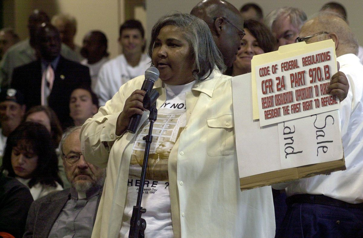 Carol Steele, shown at a June 19, 2001 CHA meeting at the Charles Hayes Center, 4959 S. Wabash Ave. | Brian Jackson/Sun-Times